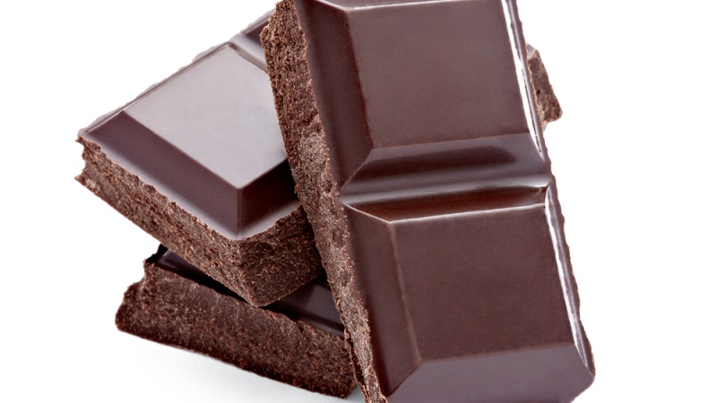 食べるならどっちが正解?ブラックチョコvsホワイトチョコ